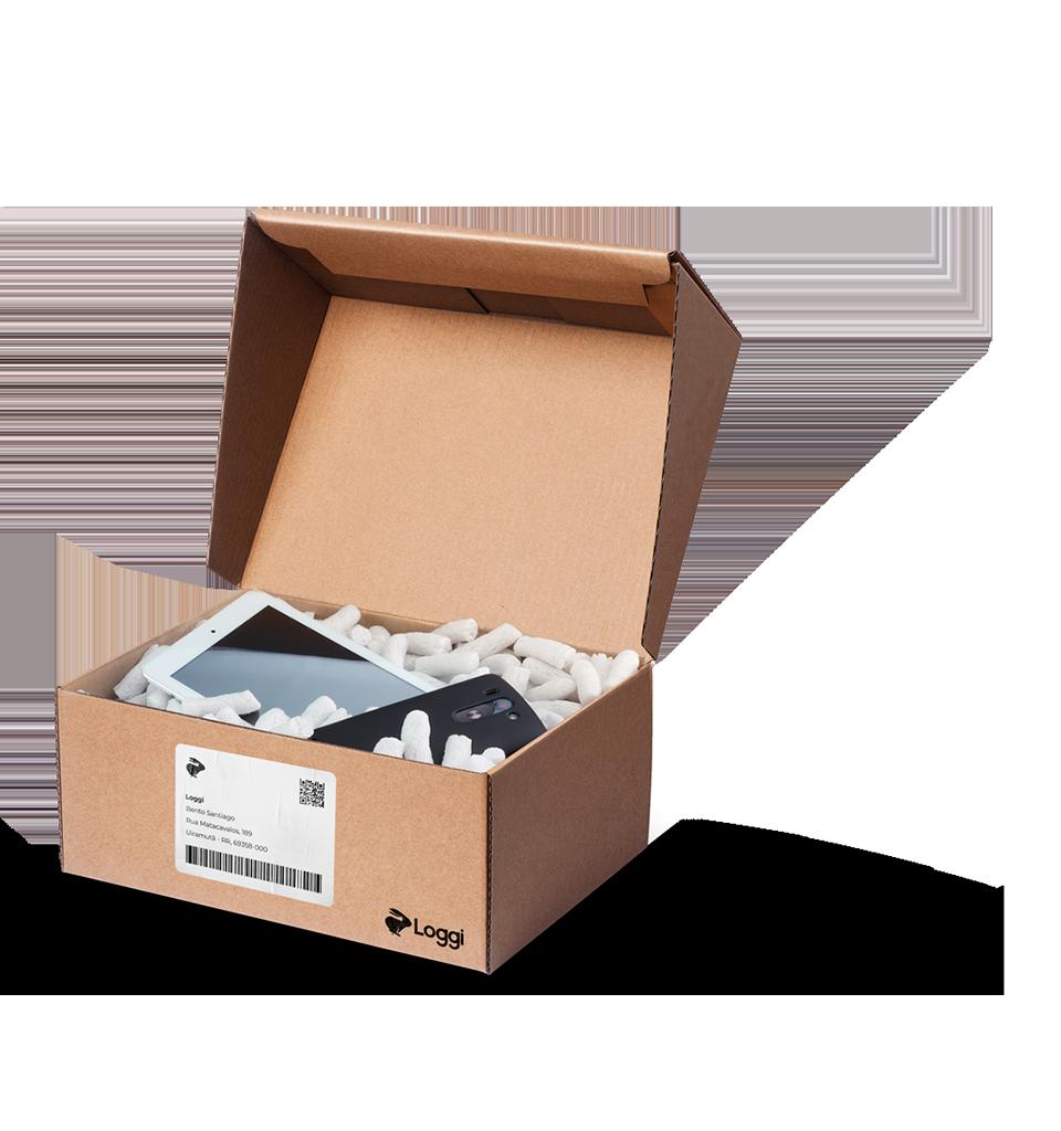 Eletrônicos em caixa com a etiqueta e o logo da Loggi